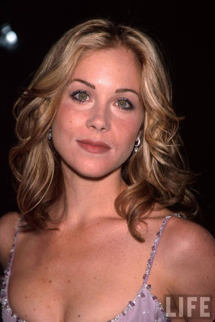Actress Christina Applegate Wearing a Lavender Gown in ...