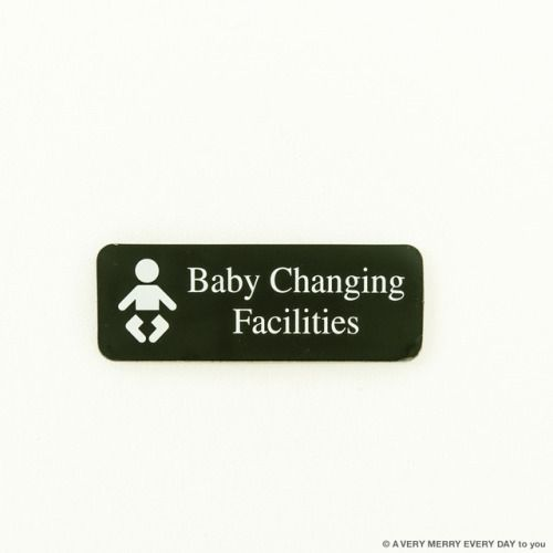National Baby Day 月日はBaby...  National Baby Day  月日はBaby Day 赤ちゃんの日ですね  よくトイレとかで見かける 赤ちゃんのオムツ替えの場所に貼ってあるプレートです  アメリカのホームセンターで買いました 他にも禁煙とか猛犬注意とか いろんなプレートが売っていて 気になるコーナーでした 岡尾美代子
