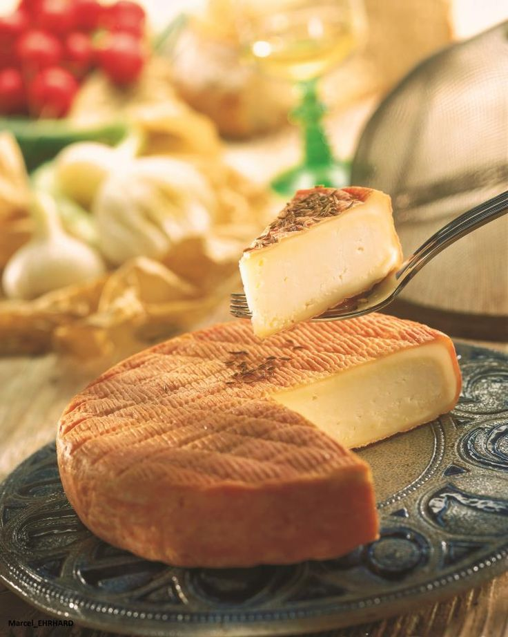 Munster ✿ڿڰۣ (not to be confused with. meunster) is a strong tasting, soft cheese made mainly from milk from the Vosges, between Alsace, Lorraine and Franche-Comté in France