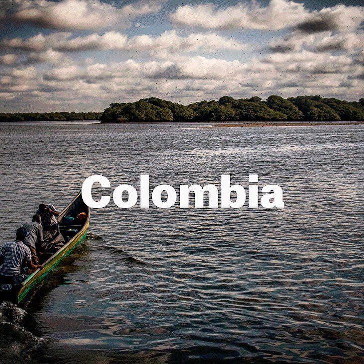 Colombia es seguramente mi país favorito pero en este caso el viaje a Colombia incluye adentrarse en uno de los paisajes tropicales más bellos del mundo. Descubre su selva amazónica sus playas de agua cristalina y sus cumbres andinas pero también el miedo la inseguridad la angustia y la ansiedad que provocan los conflictos y la violencia continua. Para saber más link en la Bio ayudadnos a ayudar! - #viaje #viajar #colombia #msf #ayuda #help #rio #river #sudamerica #barca #boat #travel…