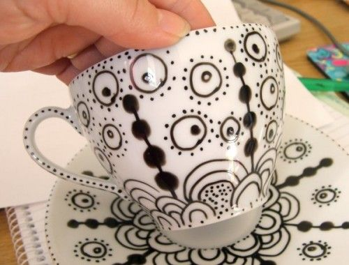 Doodle/draw on your plates & cups with porcelain paint pens that set on permanently once baked in the oven! Love this idea to have the kids do a plate each year!