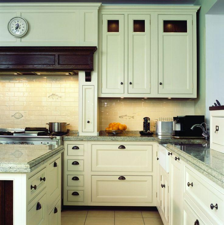 Элитные кухни James Brookman изготовлены из ценных пород древесины в английском классическом стиле. Ощутите роскошь элитной мебели для кухни, выполненной на заказ.