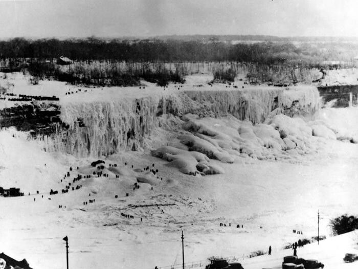 The winter of 1932 was so cold that Niagara Falls froze over completely!!! Brr !