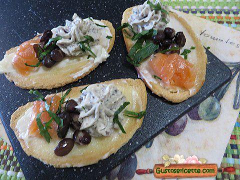 Crostini salmone e fagioli neri - Gustose ricette di cucina