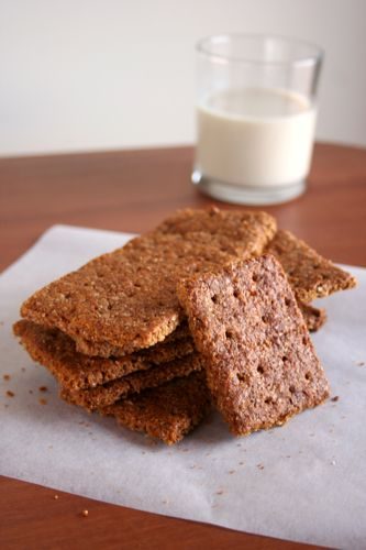 homemade graham crackers! super easy and delicious! #kids #recipe