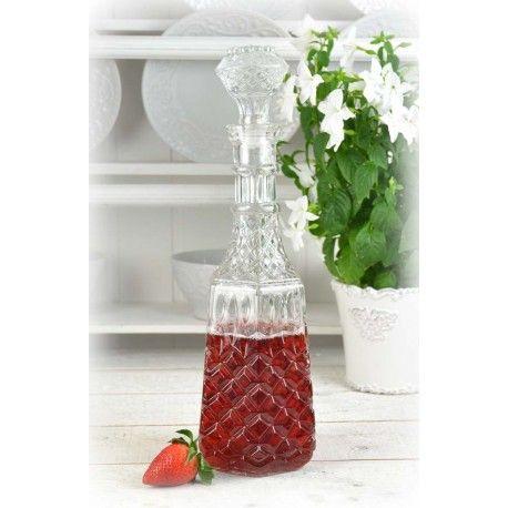 Fin karaff i form av ett glas kombinerat med en flaska med kul text