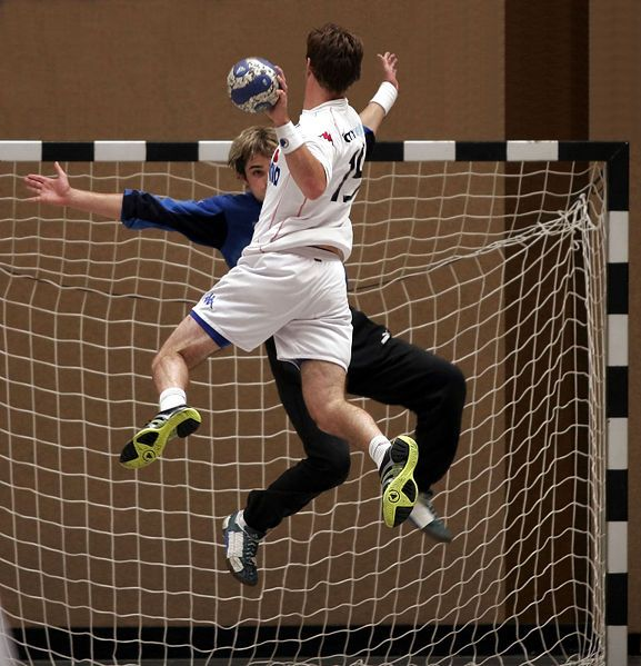 Handball is a worldwide knowed sport where you play with a ball in the hand and must score in the opposite site.