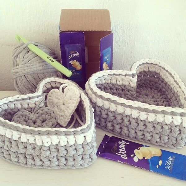 Beautiful heart-shaped #crochet boxes from crochetinpaternoster