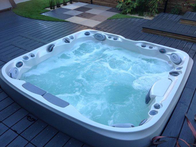 316 best spas jacuzzi en ext rieur images on pinterest for Jacuzzi d exterieur