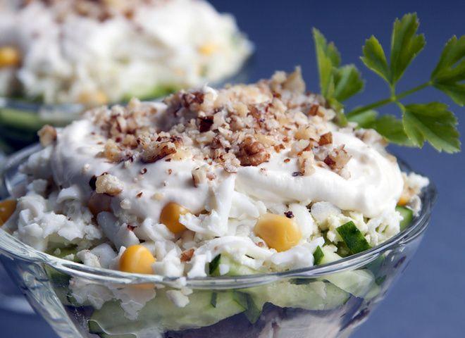 Салат с курицей, орехами и черносливом   Ссылка на рецепт - https://recase.org/salat-s-kuritsej-orehami-i-chernoslivom/  #Салаты #блюдо #кухня #пища #рецепты #кулинария #еда #блюда #food #cook