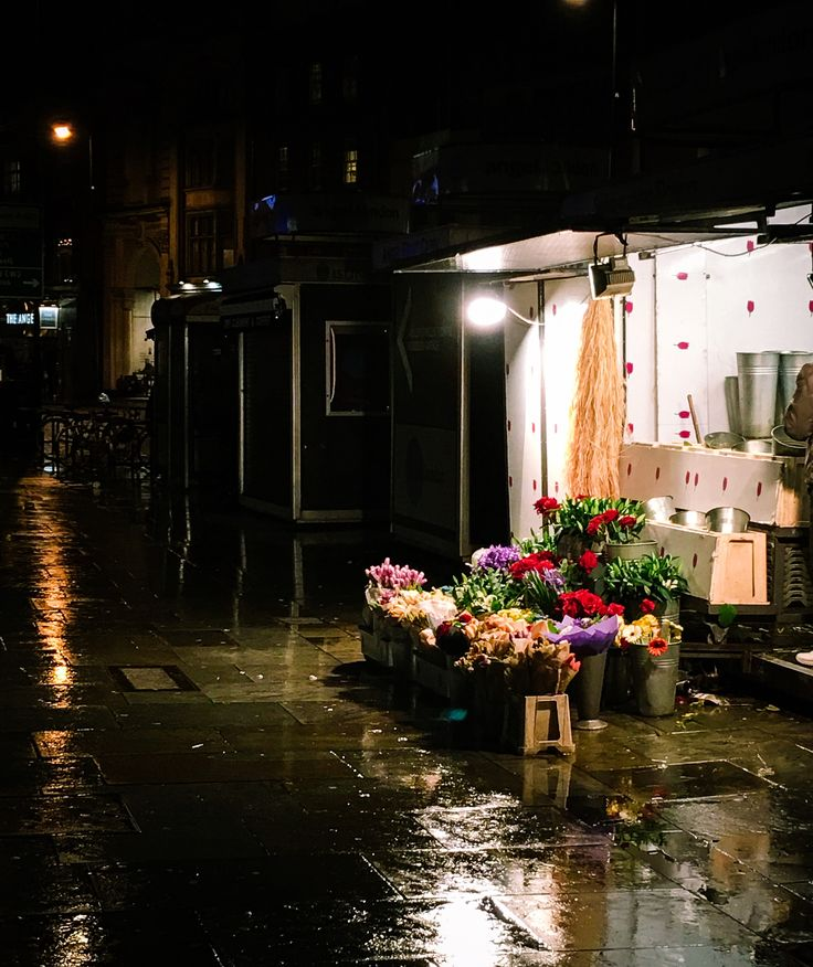 Flower stand, Angel station, London by NamYoon Kim - Photo 134599227 - 500px