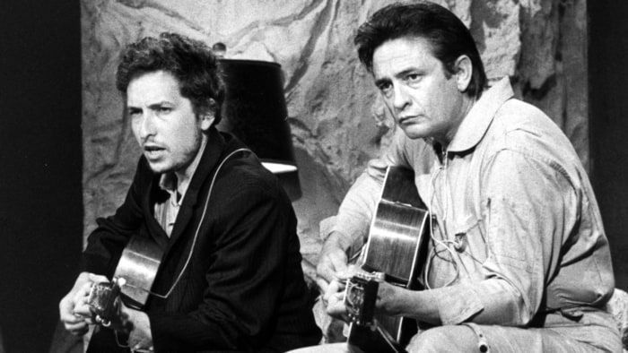 Боб Дилан и Джонни Кэш. Две легенды американской музыки.  Интересный факт: Джонни Кэш восхищался творчеством юного Дилана и даже написал ему письмо после выхода первого альбома Дилана в 1962 году.