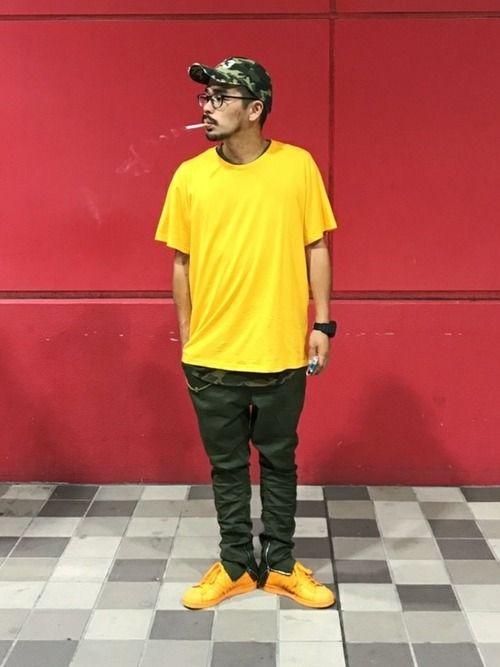 近所をプラプラ  Tシャツは写真じゃ黄色っぽいけどオーレンジ