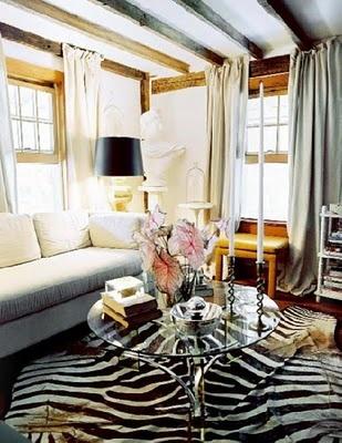 zebra rug #zebra: Lonni Magazines, Living Rooms, Zebras Rugs, Rustic Chic, Memorial Tables, Zebras Prints, Animal Prints, Rustic Wood, Wood Beams