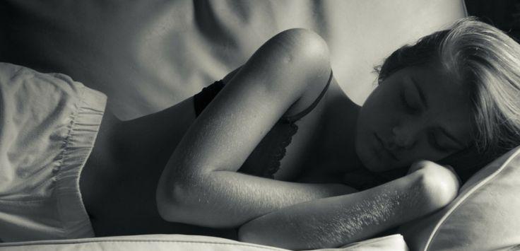 Irritabilité, stress, fatigue : tels sont les symptômes dumanque de sommeil. Comment le détecter ? Comment mieux dormir ? Interview d'Anthony Dubroc, spécialiste du sommeil.