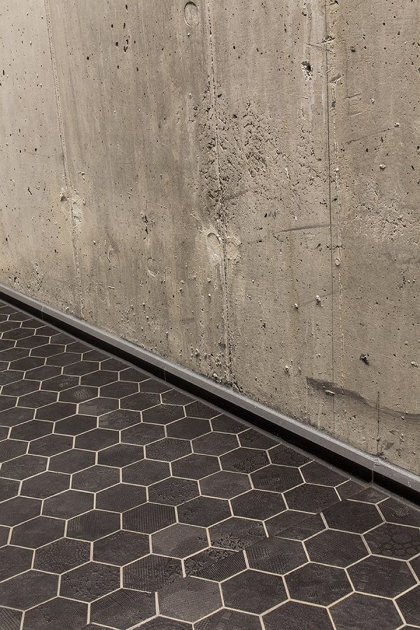 Enebolig Tåsen , Oslo.Mutina Dechirer nero mosaico.