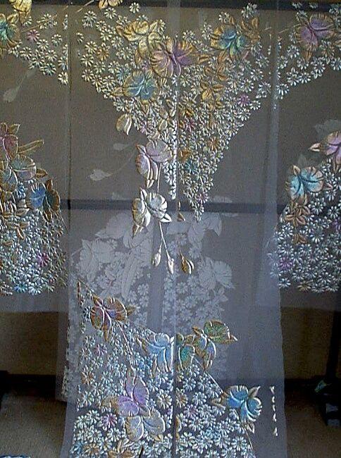 白のオーガンジ:カトレアに小菊柄の色打掛