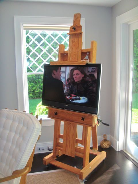 Cool Television Easel - Love this!