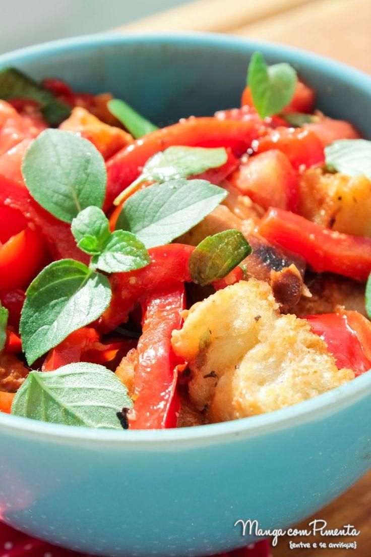 Salada Panzanella, para acompanhar aquele peixinho do Almoço de Páscoa. Clique na imagem para conferir a receita no Manga com Pimenta.