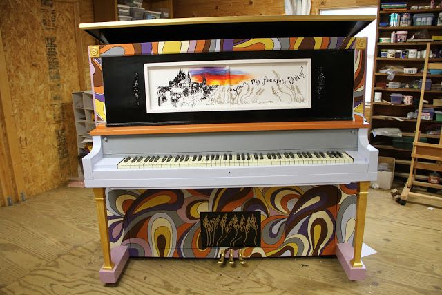 Best Nest Nothings....: The Piano I Painted < this rocks