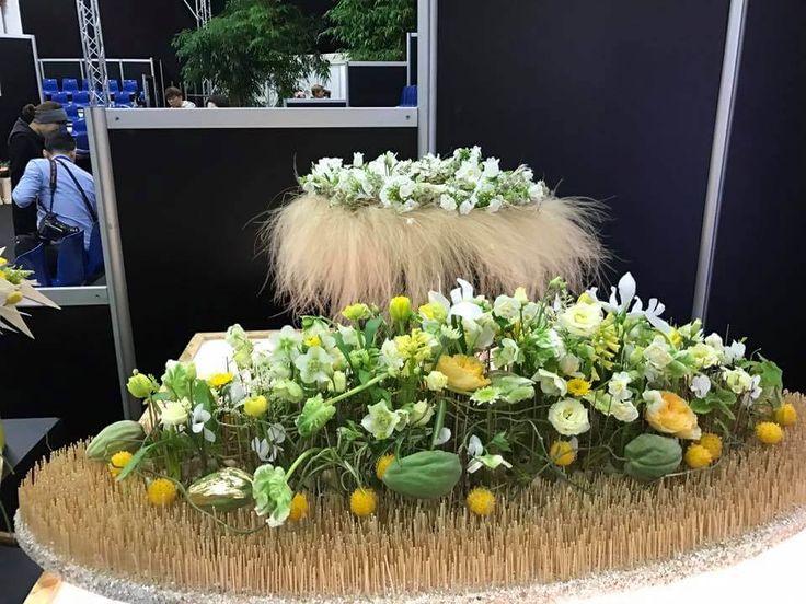 IPM Essen 2017: az évindító kertészeti és virágkötészeti kiállításon Mezőffy Tamás európabajnok mester virágkötő is bemutatót tartott. http://viragutazo.hu/viragkoteszeti-csodak-az-ipm-essen-2017-kiallitason/