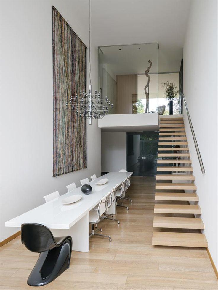 Italian design furniture and icons in a beautiful villa in Como by Lissoni