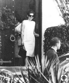Jackie leaves the Kennedy Palm Beach estate, December 22, 1963. First Christmas without Jack.