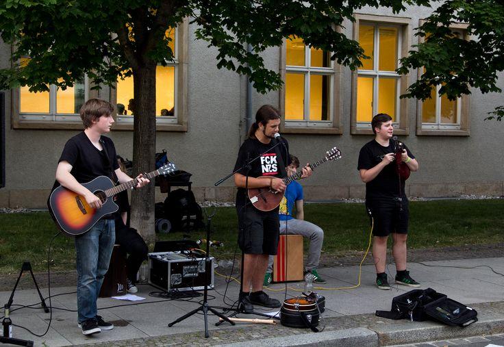 """Einen musikalischen Leckerbissen bot die Band """"Widarsihtig"""" mit eigenen und gecoverten Texten."""