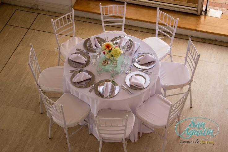 Una bella manera de celebrar es pasar a la mesa y encontrarla adornada con un buen plato y una bella decoración. San Agustín Eventos y Turismo se encarga de deslumbrar a tus invitados, para que recuerden tu fiesta toda la vida.  Llámanos al 44 44 94