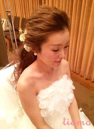 外人風オールバックダウン♡オシャレなお2人のウェディング の画像|大人可愛いブライダルヘアメイク 『tiamo』 の結婚カタログ