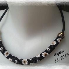 Spirale crochetée de perles de rocailles miyuki motif fleurs