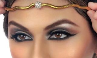 Cleopatra Inspired Makeup Tutorial>>This look might be a bit intense for every day, but I really want to try it just for fun!  http://karasglamourblog.blogspot.com/2013/09/cleopatra-inspired-makeup-tutorial.html