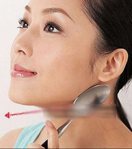 Рецепт быстрого и очень простого способа разглаживания морщин на лице с помощью ложек. Рене Кох – немецкий косметолог уверен: что бы избавиться от морщин на лице и подтянуть кожу не обязательно обр…