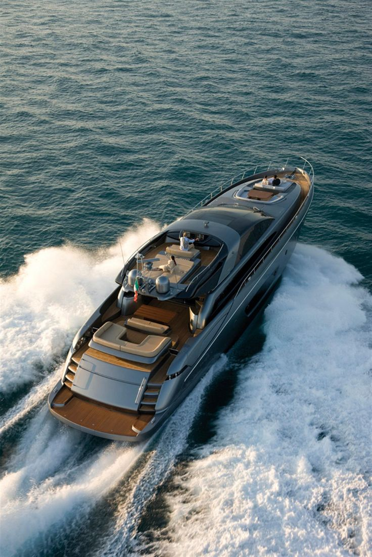 External view Riva Yacht - 86' Domino #yacht #luxury #ferretti #riva