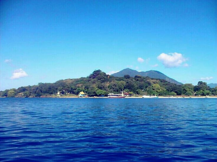Pulau Buaya, Alor    #Alor #Beach #indonesia #Island #Indonesiaindah #IndonesiaNature #photography #streamzoo #khatulistiwa #VisitIndonesia