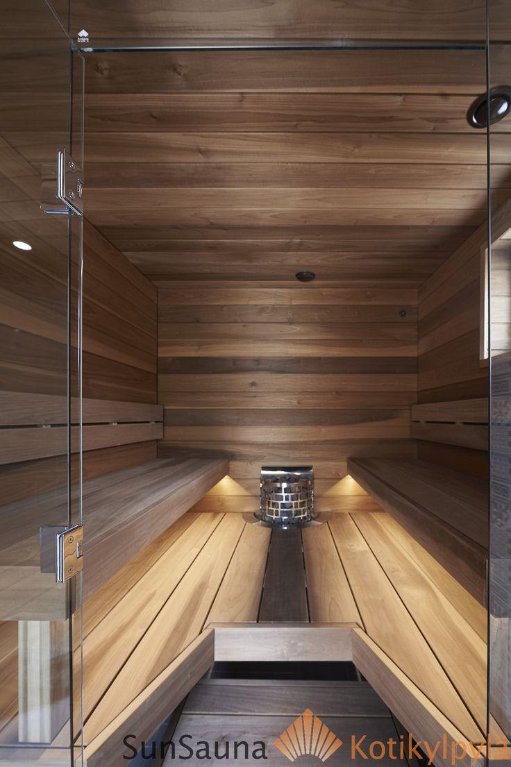 Sun Sauna Relax -laudemallisto, Seinäjoen Asuntomessut, lasiseinä. Led-nauha lauteen alla valaisee kauniisti kun se on asennettu oikein.