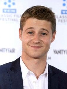Benjamin McKenzie Hairstyle, Makeup, Suits, Shoes and Perfume - http://www.celebhairdo.com/benjamin-mckenzie-hairstyle-makeup-suits-shoes-and-perfume/