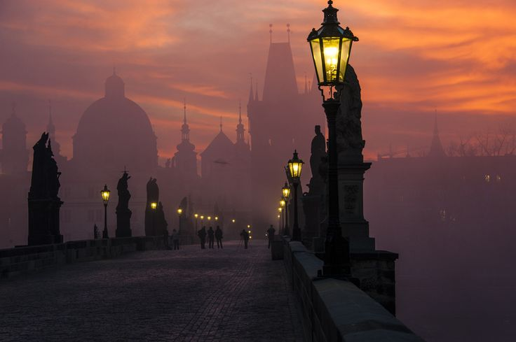 morning on the charles bridge / Prague, Czech Republic. By Markus Grunau.