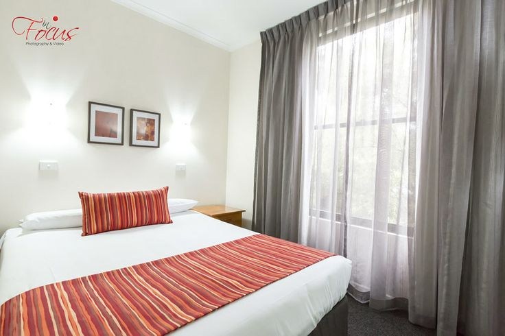 Photographing accommodation rooms for Barkly Country Comfort. Corporate Photography.