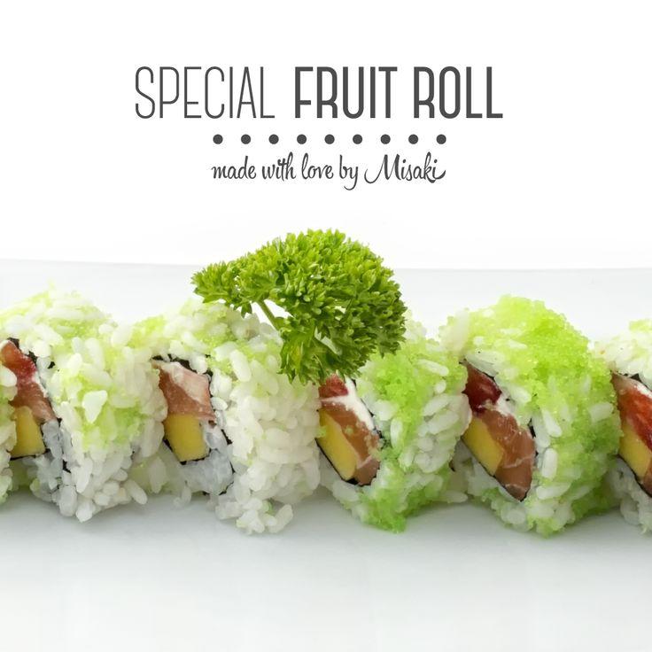 Oggi lo #Chef consiglia un #piatto super fresco:    #Special #Fruit #Roll    #Salmone, #Fragole e #Mango ricoperto da #Uova di #Pesce Volante. Chi viene ad assaggiarlo? #Misaki #food #foodie #foodporn #sushi #rolls