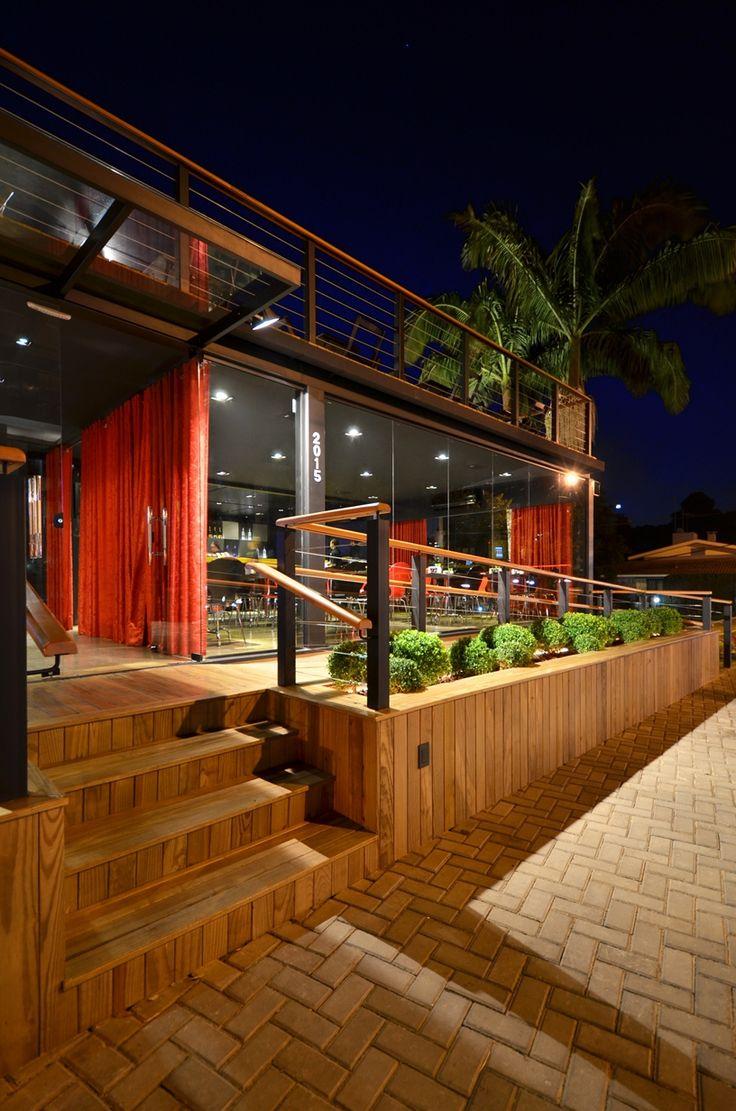 tokiomaki temakeria - wooden deck detail