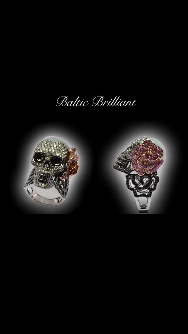 #Diamond #Ring shaped as a #skull in 18K White Gold #jewelry