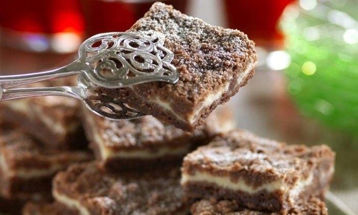 Dessa små godingar av vanilj och choklad gör du snabbt i en liten långpanna! Perfekt när du vill unna dig något riktigt gott och lättbakat. Recept på ljuvliga vaniljrutor med choklad hittar du