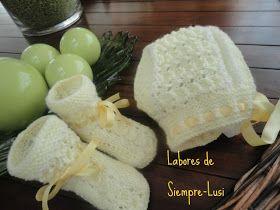 MATERIALES :   - Lana bebé amarilla y blanca   - Agujas 2 y 1/2   - Lazo de 1 cm para el gorro   - Lazo de 1/2 cm para los patucos    ...