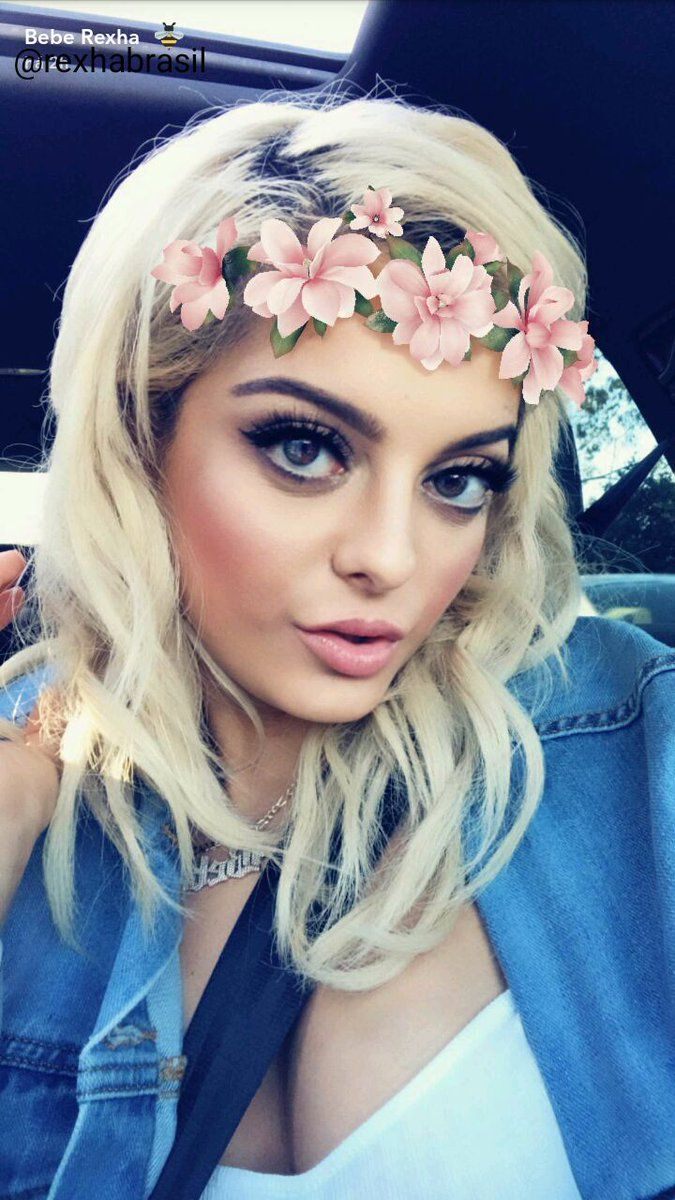 My babe with flower crown look at her I am dying of herr beauty