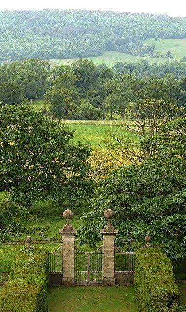 The England I love. Montacute/The Lonley Traveler