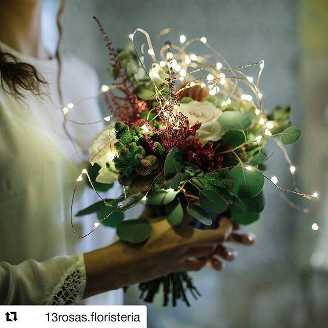 #Repost @13rosas.floristeria with @repostapp ・・・ Luces....FLORES....acción!! Feliz frío fin de semana!!! Flores: www.13rosasfloristeria.es Vestido: @sara__lage Fotografía: @bodas_de_papel  Modelo: @andreazuech  #ramodenovia #ramodeflores #novias13rosas #bodasdeinvierno #editorialwedding #winterwedding #tendenciasdebodas #novias2017
