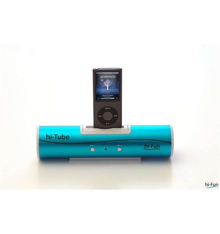 Cassa speaker musica originale Hi Fun Hi Tube iPhone iPod cellulare Mp3 nero. Cassa stereo in alluminio perfetta per diffondere la vostra musica, sia che vogliate usare la connessione superiore per iPhone®, iPod®, sia che vogliate usare qualsiasi altro dispositivo (PC, telefono, altri MP3, CD player etc.) Dotata di cavo con jack universale. Potete anche scegliere se alimentarlo tramite 4 batterie mini stilo o tramite il cavo USB. Versatile, piccola, leggera, colorata e di qualità!