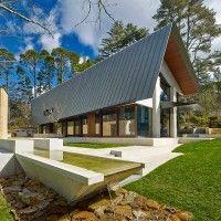 Architect: Peter Stuchbury Architects Photographer: Michael Nicholson Material: Rheinzink Graphite Grey zinc System: Standing Seam