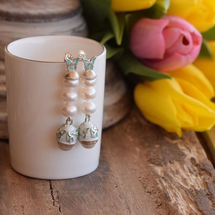 Classic pearls with a butterfly  touch! The perfect jewelry for your wedding!